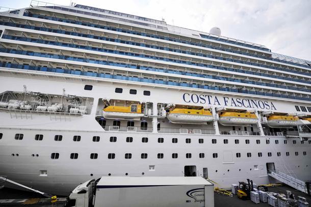 Costa crociere la nuova ammiraglia fascinosa a bari for Costa favolosa ponti