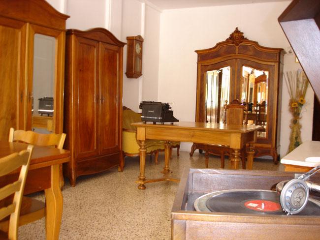 Lecce si spacciavano per ispettori della asl arrestati for Arredamento usato lecce