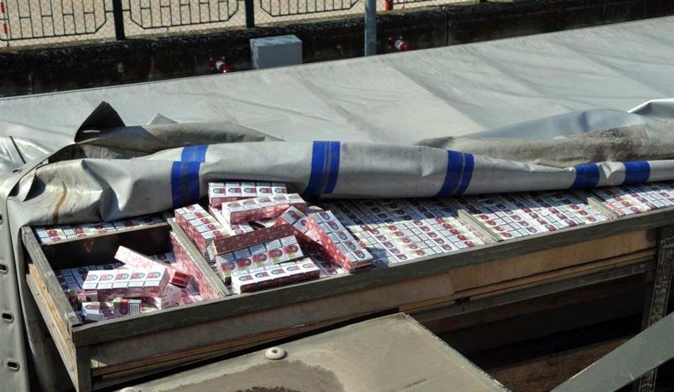 Sequestrato ingente carico di sigarette lungo la A14 tra Molfetta e Trani
