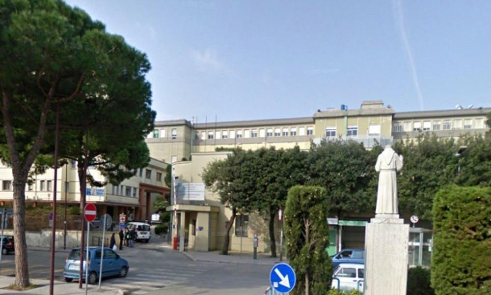 Tromba d'aria in spiaggia a Ostia: 10 bagnanti feriti