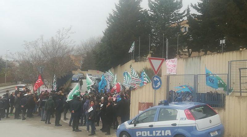 Sit in di protesta alla Asm di Matera