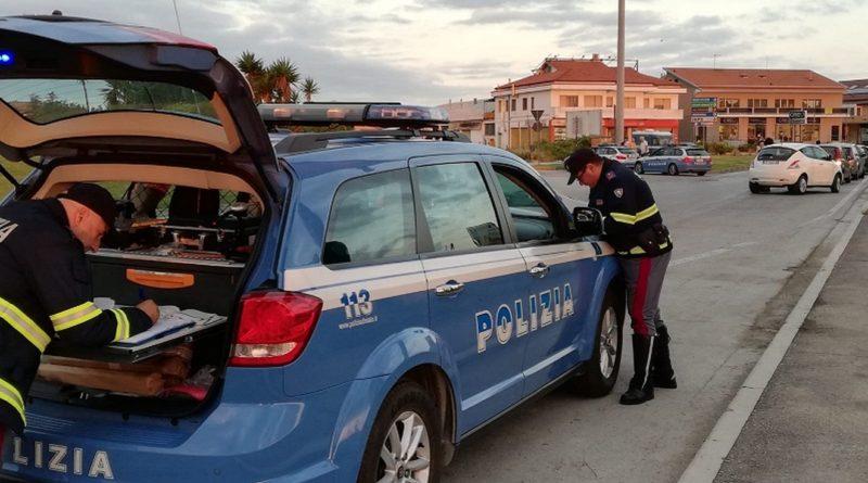 Controlli della Polizia Stradale lungo la statale 16 nei pressi di Torre a Mare
